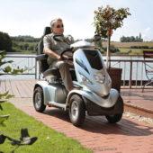 Seine großen Räder mit Aluminiumfelgen und seine Komfort-Federung machen das Fahren zum Vergnügen.