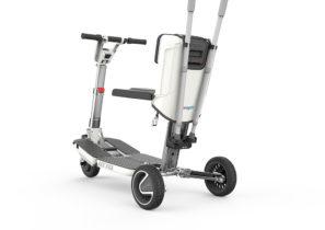 Elektromobil ATTO abgebildet die Rückseite mit der Möglichkeit, Unterarmgehstützen sicher in zusätzlichen Halterung zu montieren