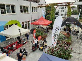 Kundenzentrum RAS in Melle, ein Blick aus dem Fenster von oben auf die Ausstellung