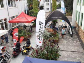 Sanitätshaus, Ausstellung von verschiedenen Fahrrädern der Firma Hasebikes, Elektromobilen und Rollatoren